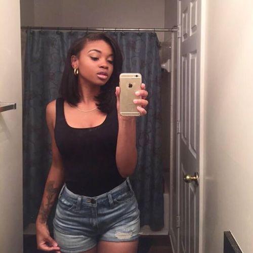 Black teen girl selfy