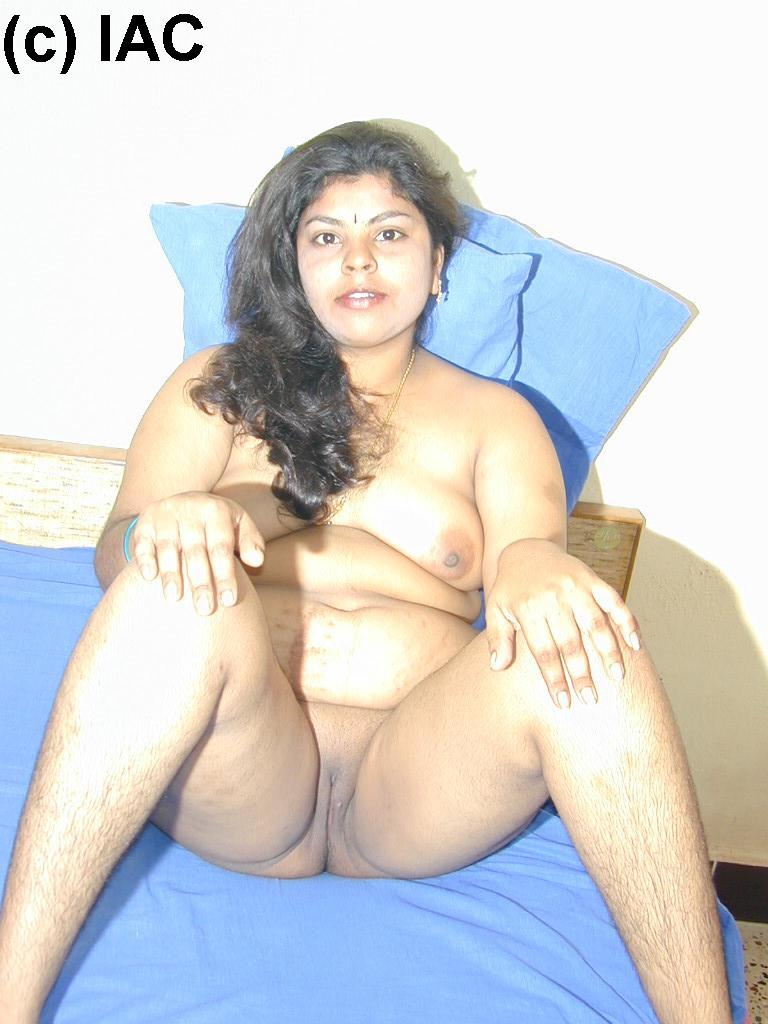 Hot mallu aunty blouse boobs