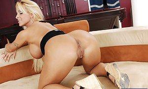 African porno naked woman biggest vagina