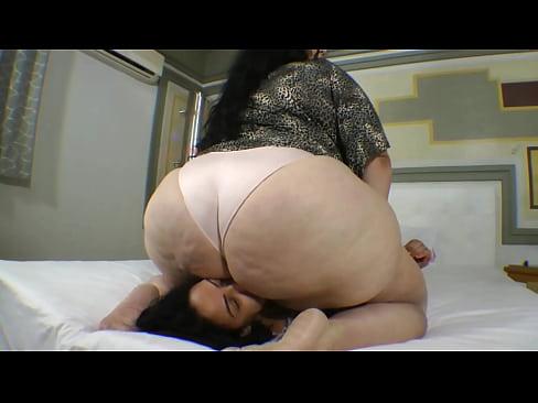 Ssbbw giant ass facesit