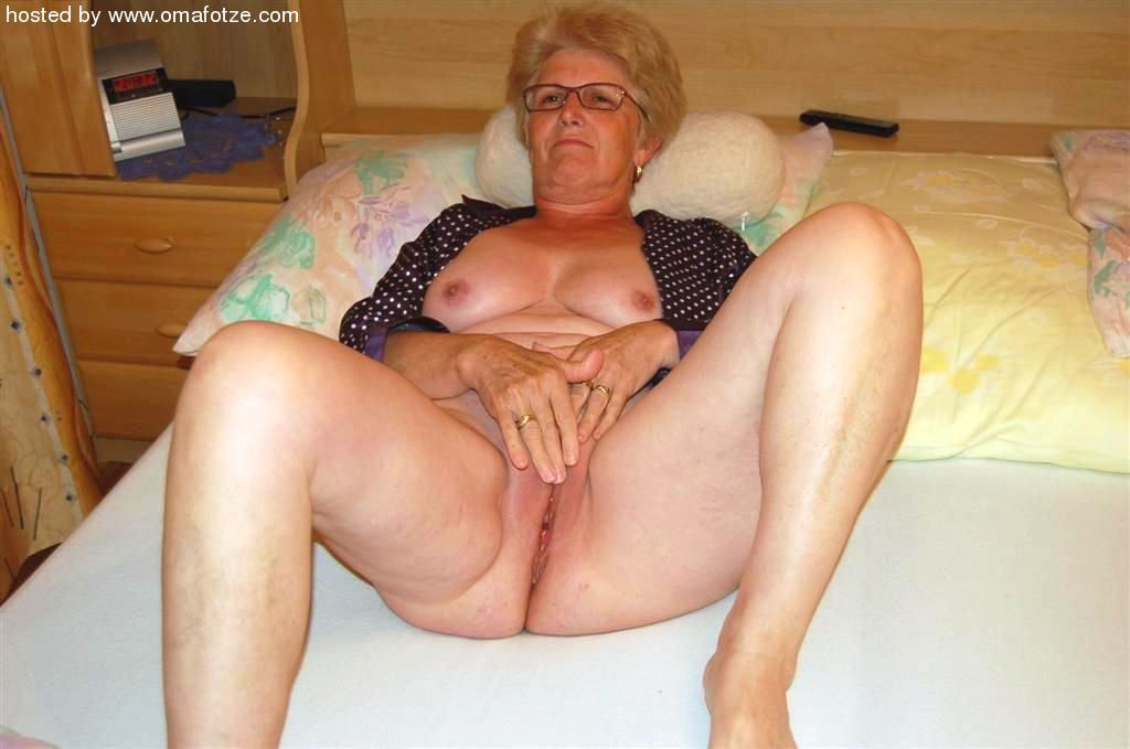 Hot nude grannys show their ass