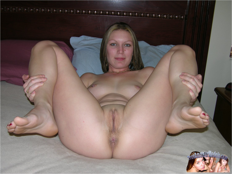 Spread amatuer girls posing nude