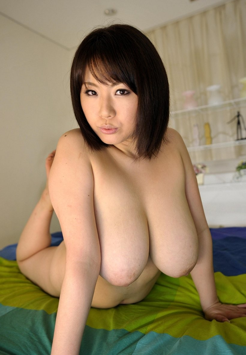 Asia pretty girl big tits nude photo