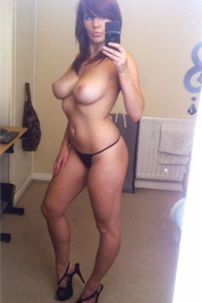 Busty amateur mom nude pics