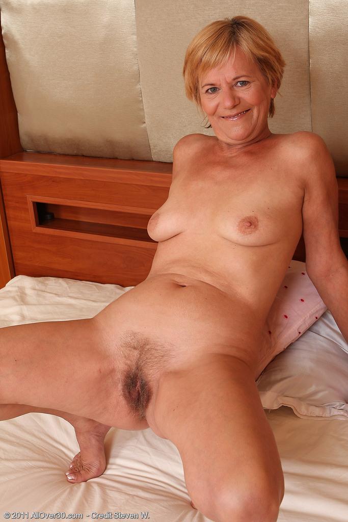 Nacked old women vagina